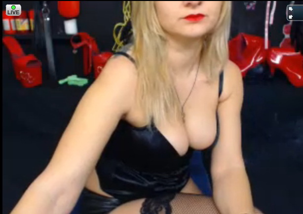 Adult Webcam of blonde : SlaveGame Webcam Model